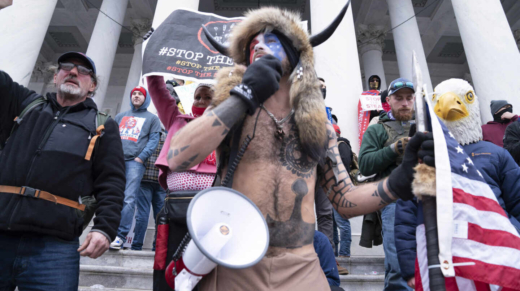 06 January 2021, US, Washington: Supporters of US President Donald Trump storm the USCapitol building where lawmakers were due to certify president-elect Joe Biden's win in the November election. Photo: Douglas Christian/ZUMA Wire/dpa 6/1/2021 ONLY FOR USE IN SPAIN